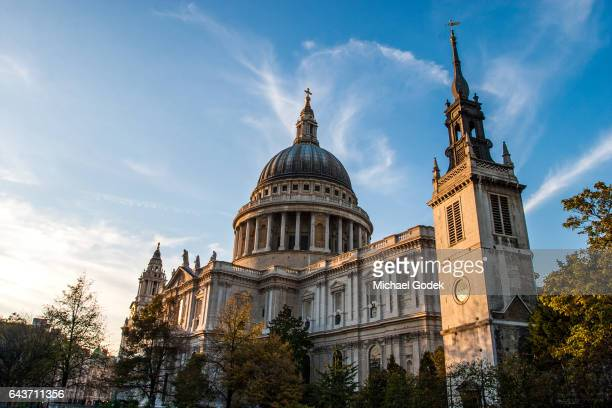 scenic wide angle of st. paul's cathedral in london - anglican stock pictures, royalty-free photos & images