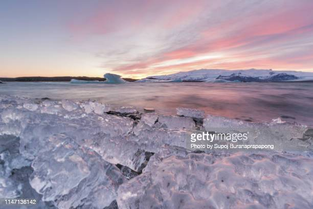 scenics view of jokulsarlon glacier lagoon part of vatnajokull glacier in southern iceland - バトナ氷河 ストックフォトと画像