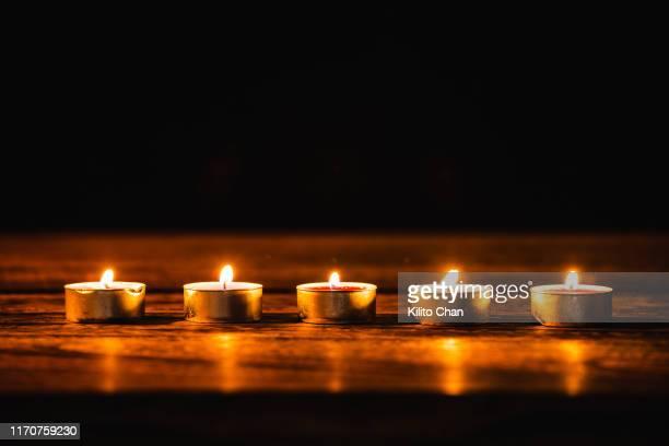 scented candles burning - 健康スパ ストックフォトと画像