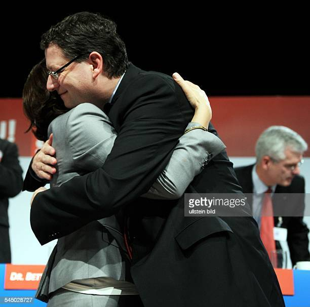 SchaeferGuembel Thorsten Politician Germany embracing Andrea Ypsilanti at the extraordinary party congress of the SPD Hesse in Alsfeld