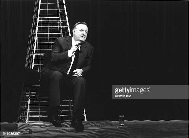 SchalckGolodkowski Alexander*Politiker SED Dbei einem Interview in der Fernsehsendung'Auf dem heißen Stuhl` von RTL Plus Mai 1991