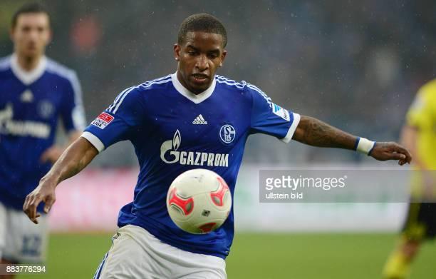 25 Spieltag Saison 2012/2013 FUSSBALL 1 BUNDESLIGA SAISON FC Schalke 04 Borussia Dortmund Jefferson Farfan Einzelaktion am Ball