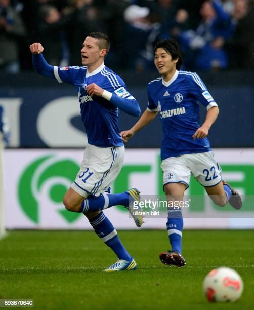 FUSSBALL 1 BUNDESLIGA SAISON FC Schalke 04 Borussia Dortmund Julian Draxler bejubelt mit Atsuto Uchida sein Tor zum 10