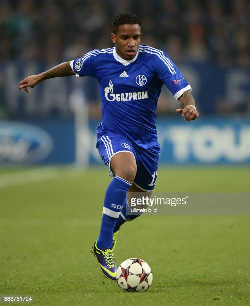 FUSSBALL CHAMPIONS FC Schalke 04 FC Basel Jefferson Farfan am Ball