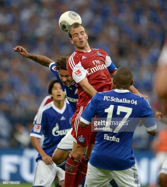 FUSSBALL 1 BUNDESLIGA SAISON FC Schalke 04 Hamburger SV Rafael van der Vaart gegen Jermaine Jones und Jefferson Farfan