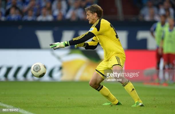 FUSSBALL 1 BUNDESLIGA SAISON FC Schalke 04 Hamburger SV Torwart Rene Adler kann bei der Szene zum 33 den Ball nicht festhalten