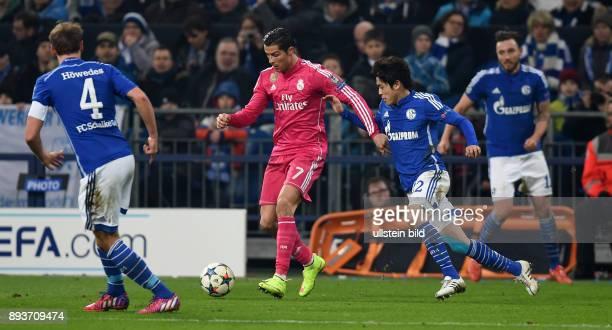 FUSSBALL CHAMPIONS FC Schalke 04 Real Madrid Cristiano Ronaldo gegen Atsuto Uchida und Benedikt Hoewedes