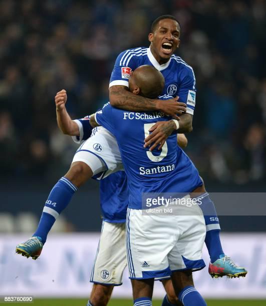 FUSSBALL 1 BUNDESLIGA SAISON FC Schalke 04 SV Werder Bremen Felipe Santana und Jefferson Farfan jubeln nach dem Tor zum 31