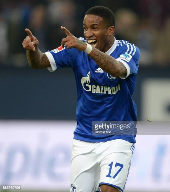 FUSSBALL 1 BUNDESLIGA SAISON FC Schalke 04 SV Werder Bremen Jefferson Farfan jubelt nach dem Tor zum 31