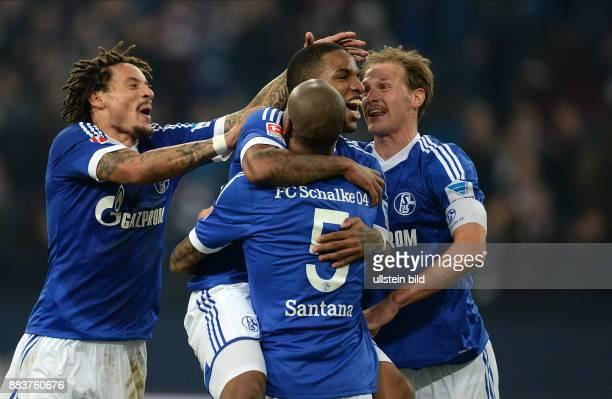 FUSSBALL 1 BUNDESLIGA SAISON FC Schalke 04 SV Werder Bremen Jermaine Jones Jefferson Farfan Felipe Santana und Benedikt Hoewedes jubeln nach dem Tor...