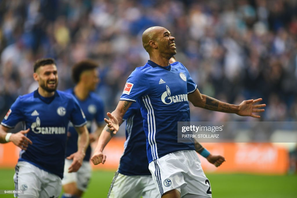 Schalke's Brazilian defender Naldo celebrates after he scored during the German first division Bundesliga football match FC Schalke 04 vs Borussia Dortmund, in Gelsenkirchen, western Germany, on April 15, 2018. / AFP PHOTO / Patrik