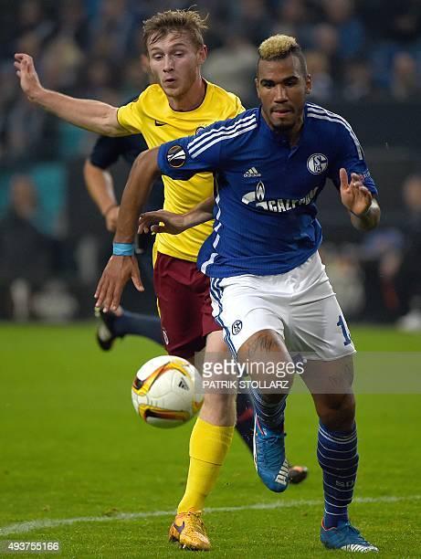 Schalke's Cameroonian forward Eric Maxim ChoupoMoting vies with Prague´s Jakub Brabec during the UEFA Europa Leage football match FC Schalke 04 vs AC...