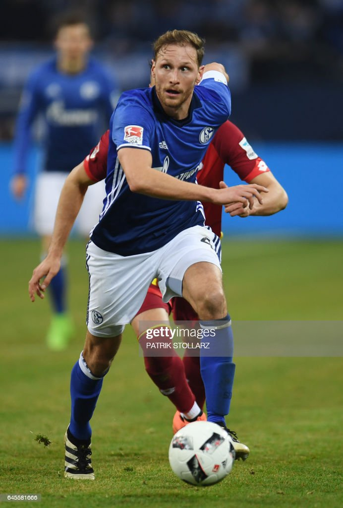 Schalke's defender Benedikt Hoewedes plays the ball during the German first division Bundesliga football match of FC Schalke vs TSG Hoffenheim in Gelsenkirchen, western Germany, on February 26, 2017. /