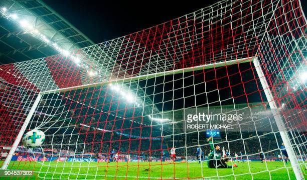 Schalke's German goalkeeper Ralf Faehrmann fails to save the first goal by Leipzig´s Guinean midfielder Naby Keita during the German first division...