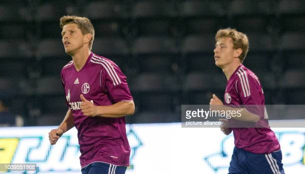 Schalke's KlaasJan Huntelaar gestures after scoring 10 against AlSadd Sports Club during a tryout in Doha Qatar 06 January 2013 Max Meyer runs next...