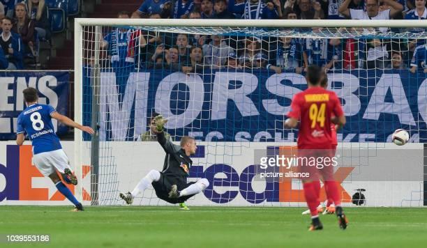 Schalke's Leon Goretzka scores past Salzburg's goalkeeper Alexander Walke to make it 10 during the Europa League group phase soccer match between FC...