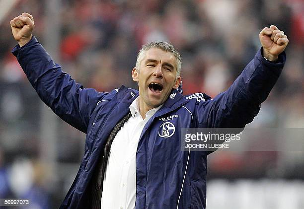 Schalke's trainer Mirko Slomka celebrates after they defeated Hanover, after their 24th day Bundesliga football match 04 March 2006 at the AWD-Arena...