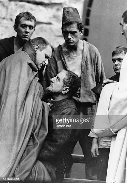 Schall Ekkehard *Schauspieler DDR mit dem Berliner Ensemble als 'Coriolan' in dem gleichnamigen Stueck von Bert Brecht nach einer Vorlage von William...