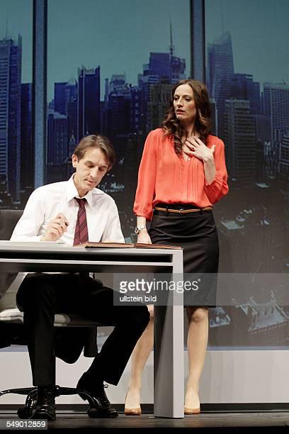 Schauspieler Andreas Schmidt als Tom und Nicola Ransom als Jeannie am im Theaterstueck FETTES SCHWEIN in der Berliner Komoedie am Kurfuerstendamm,...
