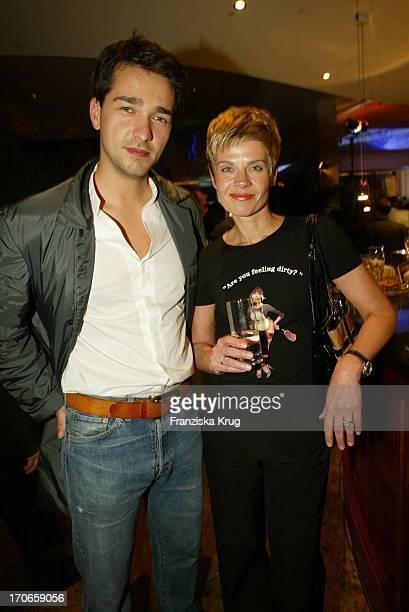 """Schauspieler Anreas Elsholz Und Moderatorin Milena Preradovic Bei Der """"Player'S Night"""" In Berlin Am 080502"""