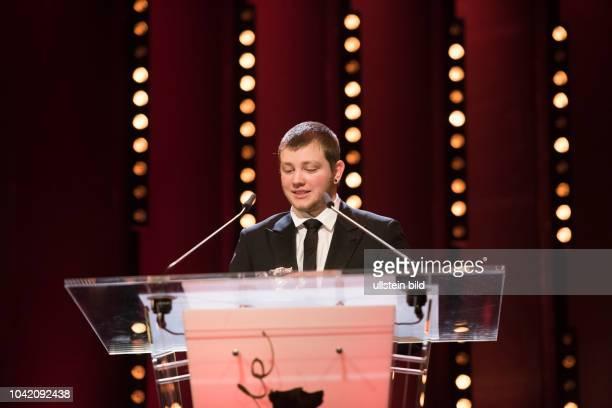 Schauspieler Anthony Bajon mit dem Silbernen Bären als Bester Darsteller in dem Film LA PRIERE anlässlich der Preisverleihung 68 Internationalen...