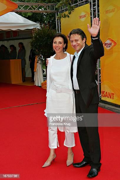 Schauspieler Axel Pape Und Eliane Werdenberg Bei Der Verleihung Des Brisant Brillant Im Tipi Zelt Am Kanzleramt In Berlin Am 030905