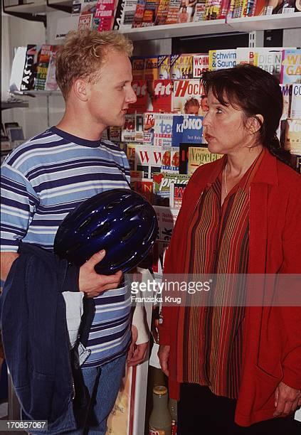 Schauspieler Christian Hockenbring + Schauspielerin Eva Kryll Drehen Bbc Serie Susanne 17.08.97