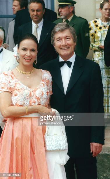 Schauspieler Christian Wolff und seine Frau Marina WolffHandloser treffen am 2572000 zur Eröffnung der 89 Richard WagnerFestspiele mit der Oper...