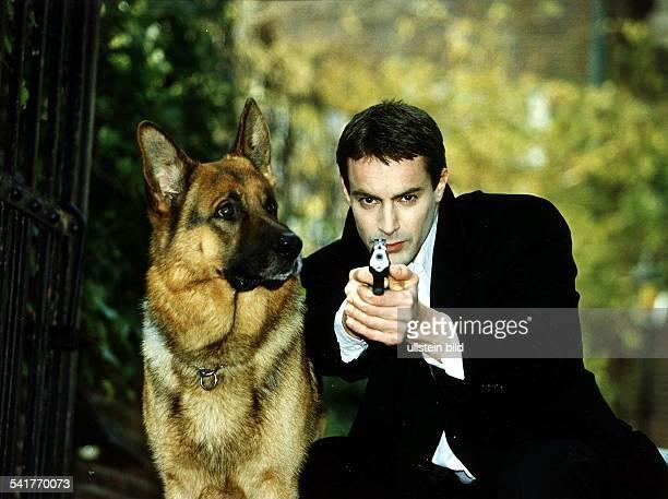 Schauspieler, D- mit Pistole neben Polizeihund Rex- 1997