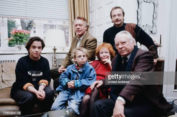 Schauspieler des ARDFilms 'Ein Geschenk des Himmels Auf dem Bild sind alle Schauspieler des ARDFilms Hans Caninenberg Jürgen Schmidt Klausjürgen...