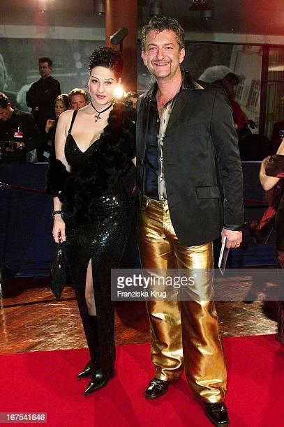 Schauspieler Dominic Raacke Und Ehefrau Kika Bei Bambi 2001 Verleihung In Berlin