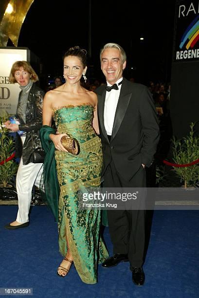 Schauspieler Duo Rebecca Immanuel Und Christoph M Ohrt Bei Der Verleihung Des Radio Regenbogen Award 2003 Im Rosengarten In Mannheim
