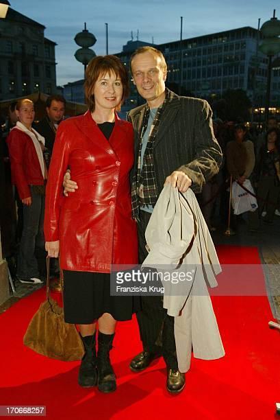 Schauspieler Edgar Selge Mit Ehefrau Franziska Walser Bei Der Premiere Rosenstrasse Im Gloria Kino In München