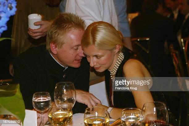 Schauspieler Ehepaar Pierre Franckh Und Michaela Merten Bei Der Dvd Champion 2002 Verleihung Im Bayerischen Hof