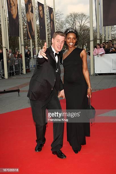 Schauspieler Florian Simbeck Mit Ehefrau Stephanie Bei Der Ankunft Zum Deutschen Filmpreis 2008Lola Im Palais Am Funkturm In Berlin