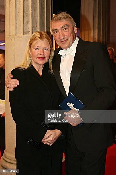 Schauspieler Gottfried John Mit Ehefrau Brigitte Bei Der Ankunft Zur Verleihung Des Bayerischen Filmpreises Im Prinzregententheater In München Am...