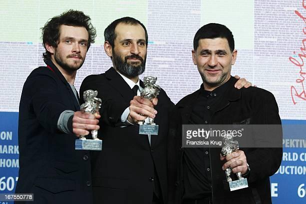 Schauspieler Grigori Dobrygin Regisseur Alexei Popogrebsky Nimmt Silbernen Bär Für Eine Herausragende Künstlerische Leistung In Der Kategorie Kamera...