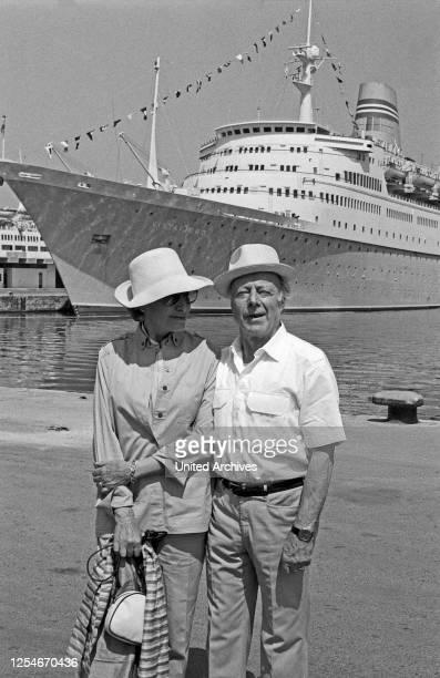 Schauspieler Heinz Rühmann mit Ehefrau Hertha Droemer auf Kreuzfahrt, Mittelmeer 1983.