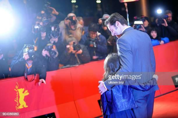 Schauspieler Hugh Jackman und Schauspielerin Dafne Keen bei der Premiere des Films LOGAN anlässlich der 67 Berlinale