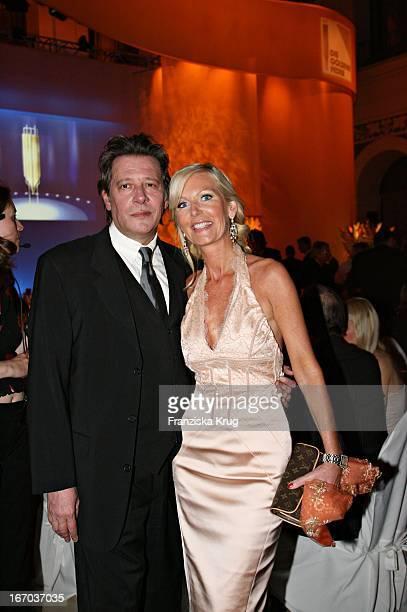 Schauspieler Jan Fedder Mit Ehefrau Marion Bei Der Verleihung Der Goldenen Feder In Der Handelskammer In Hamburg Am 110506