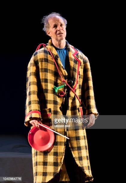 Schauspieler Jochen Horst als Abel Baumann am bei der Fotoprobe zu UND GOTT SPRACH WIR MUESSEN REDEN in der Berliner Komoedie am Kurfuerstendamm...