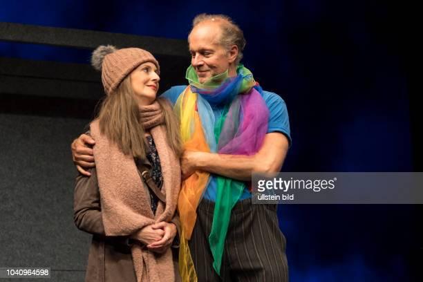 Schauspieler Jochen Horst als Abel Baumann, Vera Weisbrod als Ehefrau Jonas, am bei der Fotoprobe zu UND GOTT SPRACH WIR MUESSEN REDEN in der...