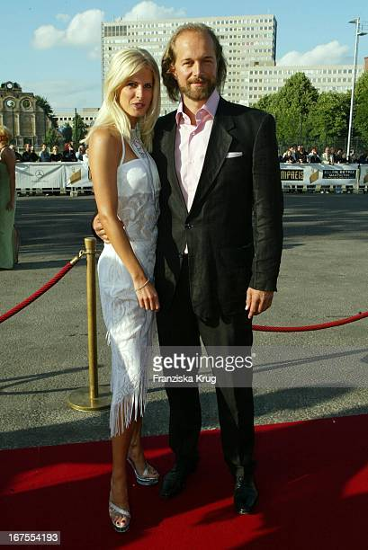 Schauspieler Jochen Horst Mit Freundin Tina Ciamperla Bei Der Verleihung Des Deutschen Filmpreis 2002 Im Berliner Tempodrom