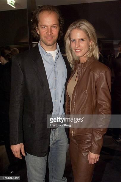 Schauspieler Jochen Horst Mit Freundin Tina Ciamperla Bei Der Yves Saint Laurent Shoperöffnung In Berlin Am 041201