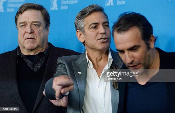 Schauspieler John Goodman Schauspieler George Clooney und Schauspieler Jean Dujardin während des Photocalls zum Film THE MONUMENTS MEN anlässlich der...