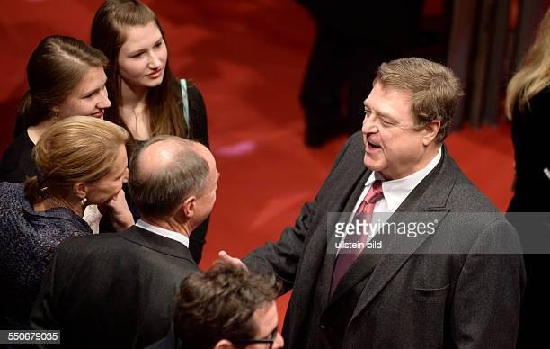 Schauspieler John Goodman während der Premiere des Films THE MONUMENTS MEN anlässlich der 64 Internationalen Filmfestspiele Berlin