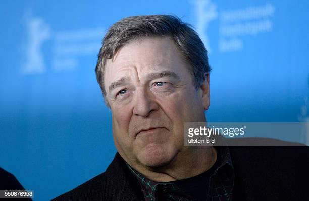 Schauspieler John Goodman während des Photocalls zum Film THE MONUMENTS MEN anlässlich der 64 Internationalen Filmfestspiele Berlin