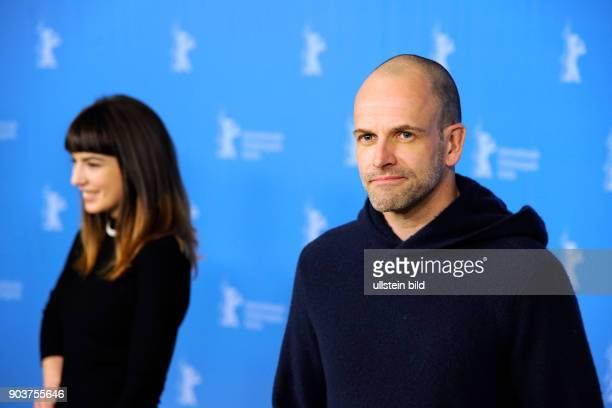 Schauspieler Jonny Lee Miller und Schauspielerin Anjela Nedyalkova beim Photo Call zum Film TRAINSPOTTING anlässlich der 67 Berlinale