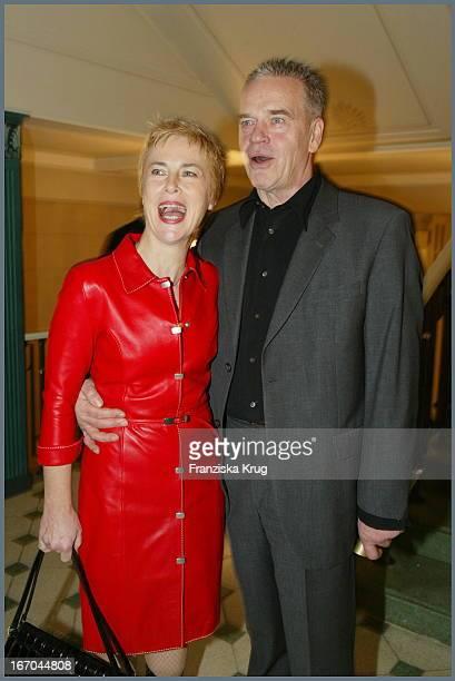 """Schauspieler Jürgen Heinrich Mit Ehefrau Bei Der 38. Verleihung Der """"Goldenen Kamera"""" Von Der Zeitschrift """"Hörzu"""" Im Berliner Konzerthaus ."""