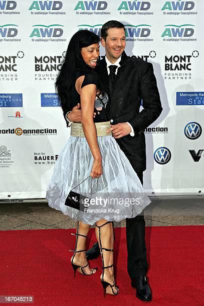 """Schauspieler Kai Wiesinger Mit Ehefrau Chantal De Freitas Bei Der Ankunft Zu Verleihung Der """"Womens World Awards"""" In Hamburg ."""